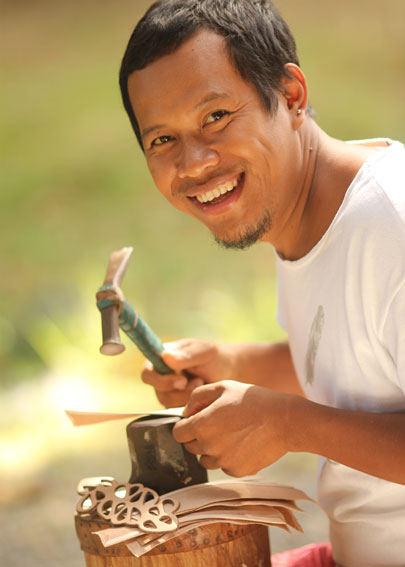 Hariyono crafting his leather jewelry