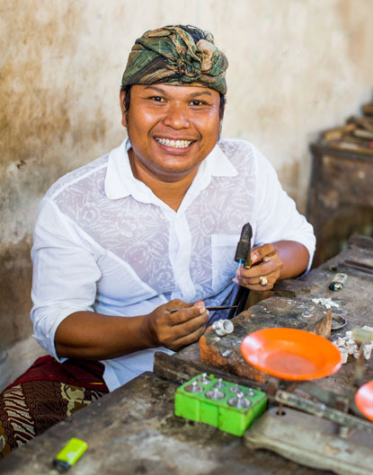 Artisans are the 'stars' of NOVICA